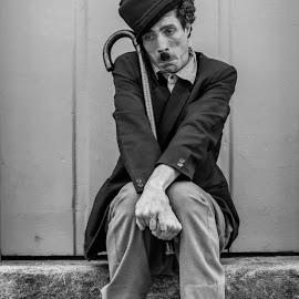 The Lovely Tramp by Jose Augusto Belmont - People Portraits of Men ( paraty, cinema, street, chaplin, street photography )