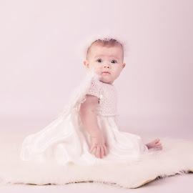 Little Angel by Zara Cowdray - Babies & Children Babies ( baby portrait, babygirl, baby girl, baby shoot, baby photography )