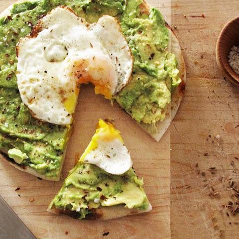 Avocado Breakfast Pizza with Fried Egg Recept   Yummly