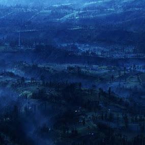 mentari masih malu memancarkan cahaya paginya by Ully Zoelkarnain - Landscapes Mountains & Hills (  )