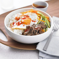 Sushi Rice Bowl With Beef, Egg & Chilli Sauce