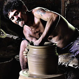 Pot maker by Jonathan Tanguilig - People Street & Candids ( people )