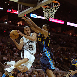 Tony Parker Action by Rolando Gomez - Sports & Fitness Basketball