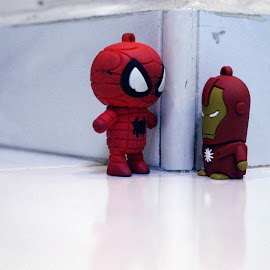 Spidey & Ironboy Meeting by Rayne Tan - Novices Only Objects & Still Life