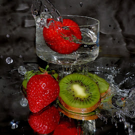 kiwi with srawberry by LADOCKi Elvira - Food & Drink Fruits & Vegetables ( fruits )