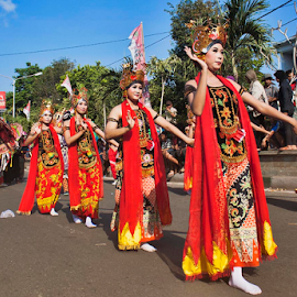 Traditional Dance by Andreas Prasetya - People Musicians & Entertainers ( dancers, dance, dancer )