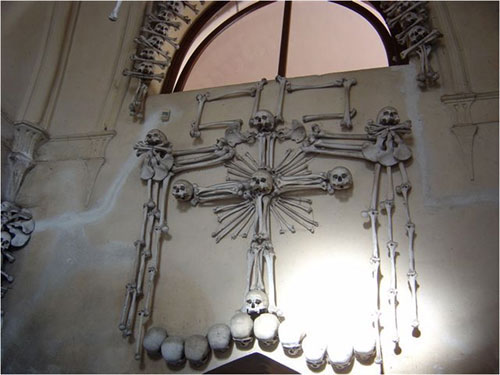Sedlec Ossuary : the human bone chapel