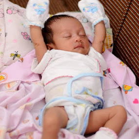 cute little baby.. by Dwi Ratna Miranti - Babies & Children Babies
