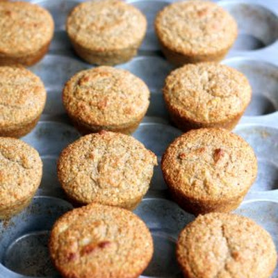 Oat Bran Banana Protein Muffins {no sugar added, 100 calories}