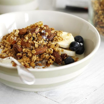 Honey Crunch Granola With Almonds & Apricots