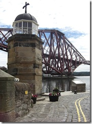 queensferry north forth bridge harbour light tower