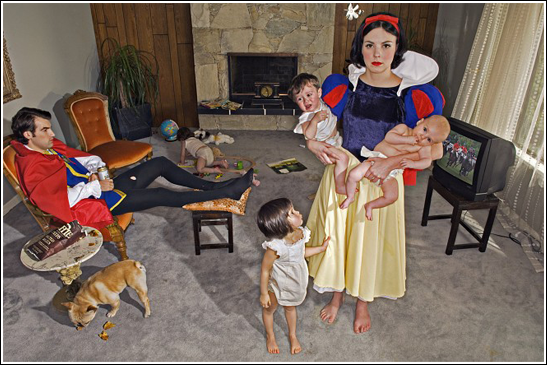 [funny-pictures-humor-snow-white-costume-wife-mother[3].png]