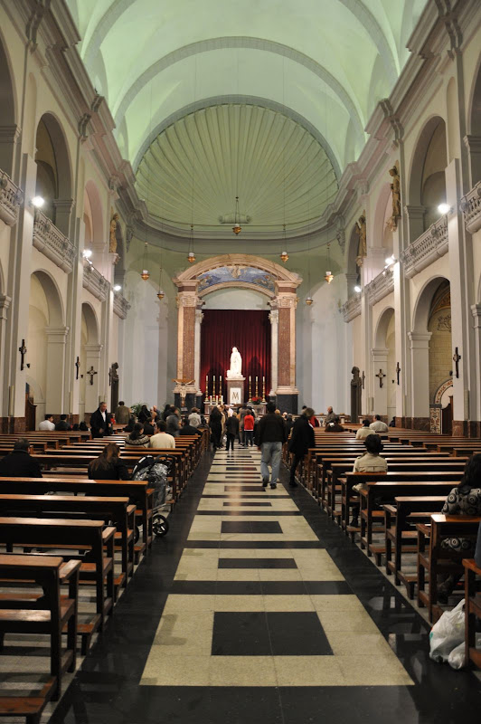 Барселона. Внутри церкви