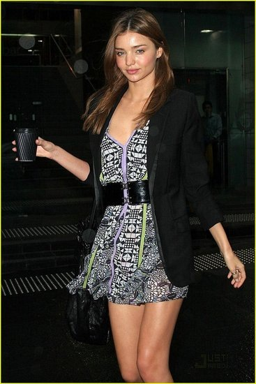12de61f4816cf621_miranda-kerr-2day-radio-interview-02.preview