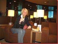 1eglas champagne in de lounge