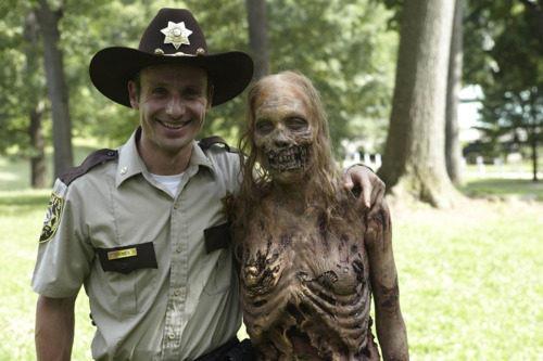 The Walking Dead [ Todo sobre la serie ] Rick%20ans%20zombie%20girl%5B8%5D