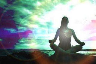 mulher meditando,mar,praia,por do sol,meditação
