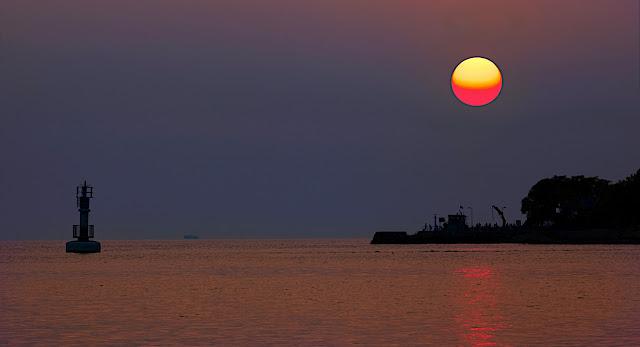 IMAGE: http://lh3.ggpht.com/_-WVdbQVNaK0/SuXJdxyupOI/AAAAAAAABPo/PumFGzR8c7I/s640/Sunset.jpg