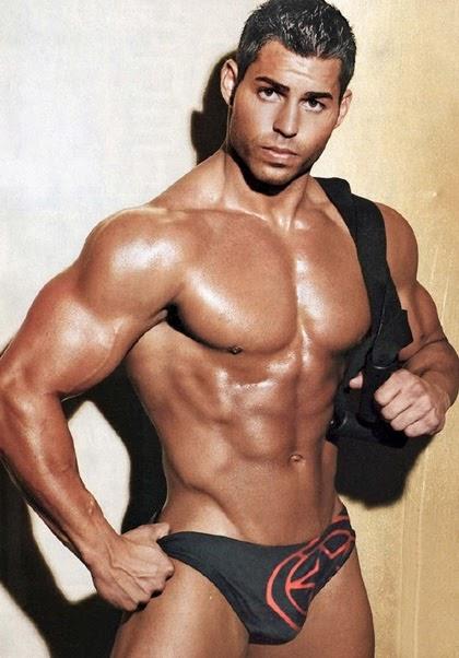 muscle men live