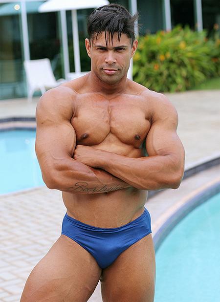Muscle Hunk Ricardo Rey