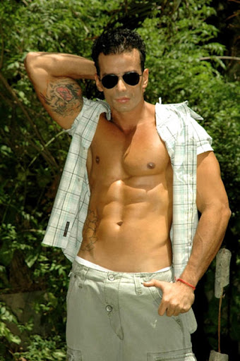 Hung Latin Muscle Hunk Vinny
