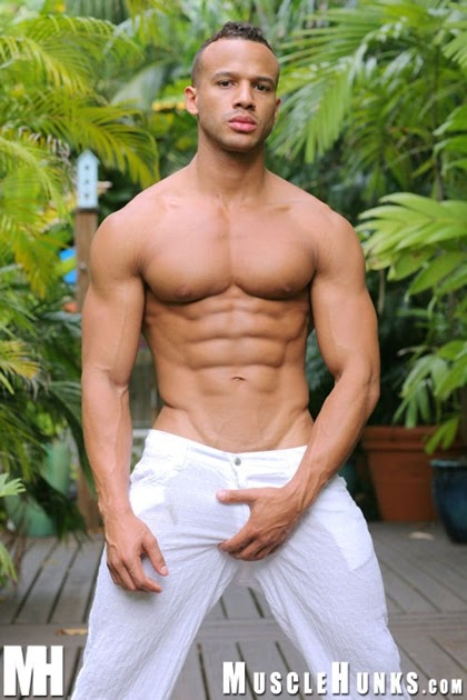 Daily Bodybuilding Motivation: Muscle Hunk Kevin Collins