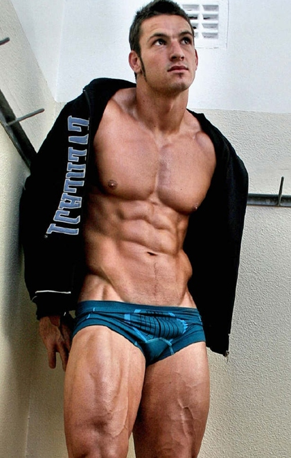 Hot Muscle Men in Underwear - What Color is Beautiful? Gallery 8