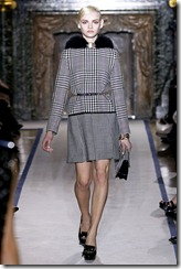 Yves Saint Laurent Ready-To-Wear Fall 2011 Runway Photos 22