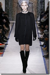 Yves Saint Laurent Ready-To-Wear Fall 2011 Runway Photos 16