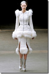 Alexander McQueen RTW Fall 2011 Runway Photos 3