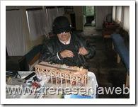 foto16: Don Hugo trabajando en un muelle a escala para la futura maqueta HO