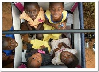 triciclos-con-capacidad-para-transportar-hasta-6-niños-en-ghana