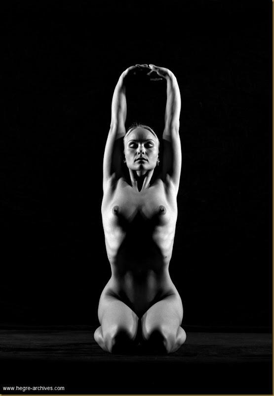 ioga Vibekeposing nude.posing nude_bw_010