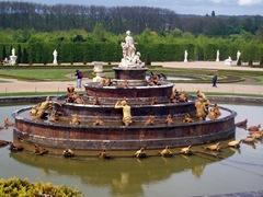Fontän i Versailles slottsträdgård