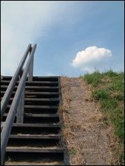 trap omhoog naar de wal