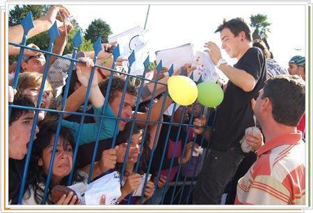 Di Ferrero distribui autógrafos durante visita (Crédito: Fábio Alexandre)