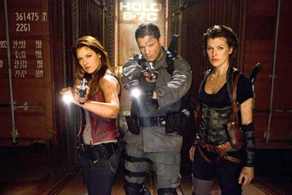 Claire e Chris Redfield com Alice em RE4