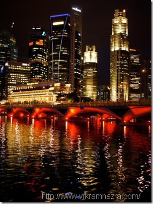 Singapore_Esplanade_colors_lights