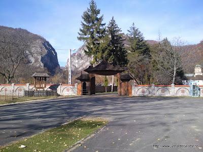 Manastirea Polovragi si Cheile Oltetului
