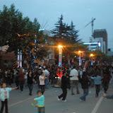 大街上跳舞的人群