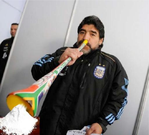 maradona-vuvuzelas-coke.2svTzGWZuDwu.jpg