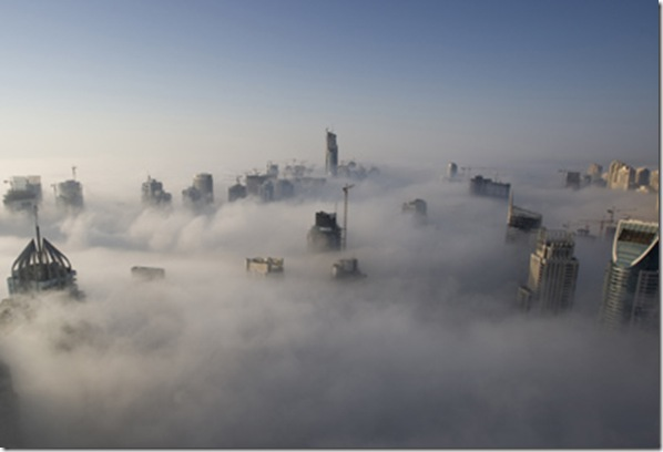 cladiri deasupra norilor-Dubai