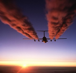 C-141_Starlifter_contrail