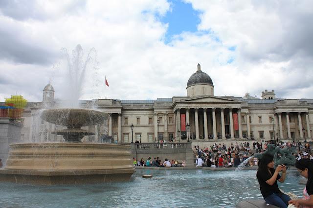 Fontána na Trafalgar Square.