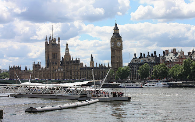 House of Parliament s Big Benem při pohledu od London Eye.