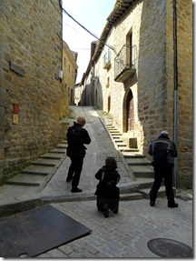 Subida a la judería desde la calle Pons Sorolla, con el portal de la Reina a la derecha