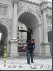 kt marble arch.. hehe... peace yo!