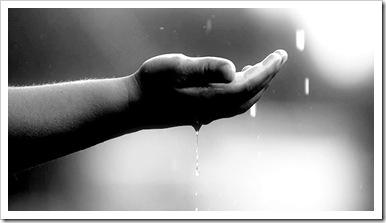 180 La lluvia con las manos