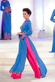 Mai Anh v tradičním vietnamském oděvu Áo dai