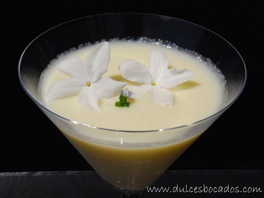 Crema de melon, leche de coco y flores de jazmín